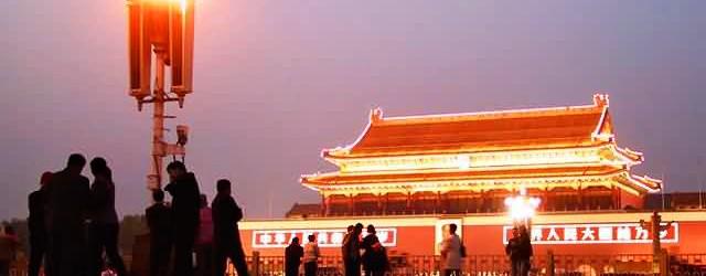 Tiananmen Square - Noite na Praça da Paz Celestial